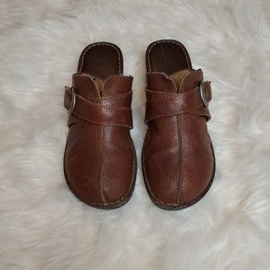 BORN LEATHER SLIP ON SHOES SIZE 10/42M
